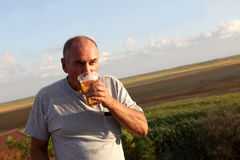 Senior man drinking beer Royalty Free Stock Images