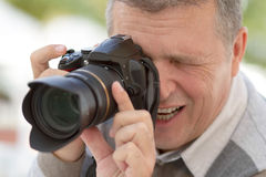 Senior man with a DSLR camera Royalty Free Stock Photography