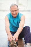 Senior man exercising at health club Royalty Free Stock Photography