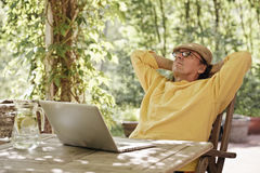 Senior man in the garden with a laptop Royalty Free Stock Images