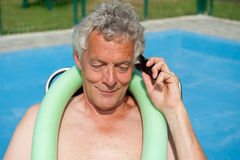 Senior man is having a telephone call Royalty Free Stock Photography
