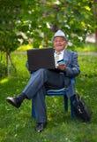 Senior man holding credit card outdoors Royalty Free Stock Photos