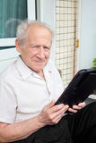 Senior man holding a touchpad PC Royalty Free Stock Photos