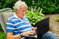 Senior man with laptop Royalty Free Stock Photography