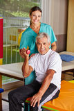 Senior man lifting dumbbells at Royalty Free Stock Photography