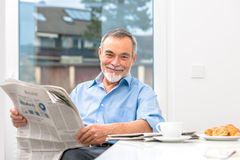 Senior man with newspaper Royalty Free Stock Photos