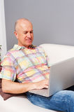 Senior man with notebook at home Royalty Free Stock Photos