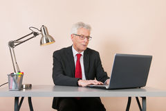 Senior man at the office Royalty Free Stock Photography