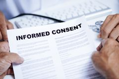Free Senior Man Reading An Informed Consent Royalty Free Stock Photography - 145767017