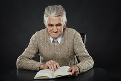 Senior man reading a book Royalty Free Stock Photo