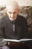 Senior man reading Royalty Free Stock Photos
