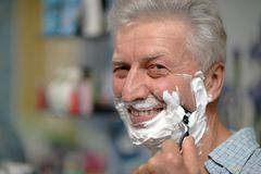 Senior man shaving Royalty Free Stock Photography