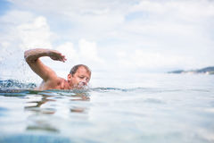 Senior man swimming in the Sea/Ocean Royalty Free Stock Photography