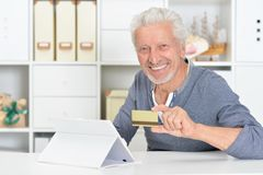 senior man with tablet and credit card Stock Photography