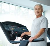 Senior man on a treadmill Royalty Free Stock Photos