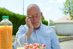 Senior man using the mobile phone outside Royalty Free Stock Images