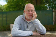 Senior man using the mobile phone outside Royalty Free Stock Photography