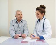 Senior man visiting doctor Royalty Free Stock Photography