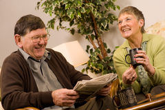 Senior man and woman couple reading newspaper Royalty Free Stock Images