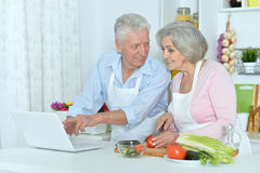 Senior man and woman  in the kitchen Royalty Free Stock Images