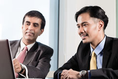 Senior manager and junior professional having meeting Royalty Free Stock Photography