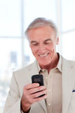 Senior manager sending a text Royalty Free Stock Photography