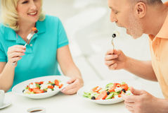 Senior married couple eating salad in restaurant Royalty Free Stock Photography