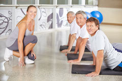 Senior people exercising in gym Royalty Free Stock Photos