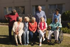 Free Senior People Interacting With Each Other In The Park Royalty Free Stock Images - 139259459