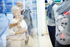 Senior shoppers Royalty Free Stock Image