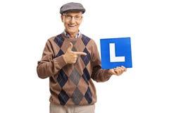 Senior trzyma wskazywać i znaka Zdjęcia Stock