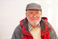Senior w szarej płaskiej nakrętce zdjęcia royalty free