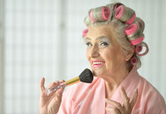 Senior woman applying make up Royalty Free Stock Photography