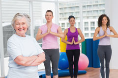 Senior woman with arms crossed standing in gym Royalty Free Stock Photos