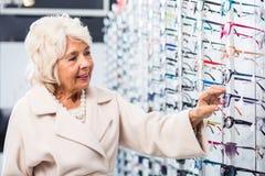 Senior woman buying eyeglasses Royalty Free Stock Photography
