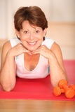 Senior woman doing fitness Royalty Free Stock Photos