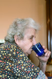 Senior woman drinking water Royalty Free Stock Photos
