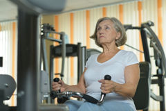 Senior woman exercising in a gym Royalty Free Stock Photography