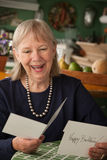 Senior woman with greeting card Royalty Free Stock Photography
