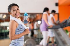 Senior woman in the gym Royalty Free Stock Photos
