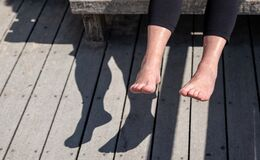 Free Senior Woman Is Holding Her Wet Feet Up In Sun To Dry Off, Evaporate Water Royalty Free Stock Photos - 177046658