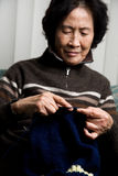 Senior woman knitting Royalty Free Stock Photos
