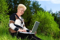 Senior woman with laptop Royalty Free Stock Photography