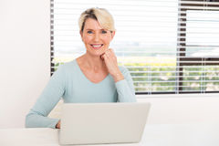 Senior woman laptop computer Royalty Free Stock Photos
