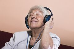 Senior woman listening music Royalty Free Stock Photography