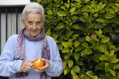 Senior woman with orange fruit Royalty Free Stock Photos