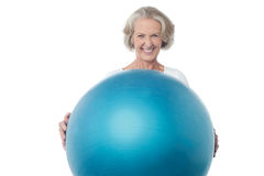 Senior woman posing with exercise ball Royalty Free Stock Photo