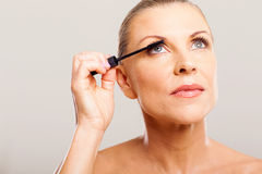 Senior woman mascara Royalty Free Stock Photography