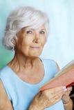 Senior woman reading a book Royalty Free Stock Photos
