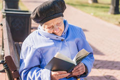 Senior woman reading. Horizontail photo, photo took in Moscow, Russian Royalty Free Stock Photography